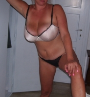 Slough, Berkshire, BlondeHottie543
