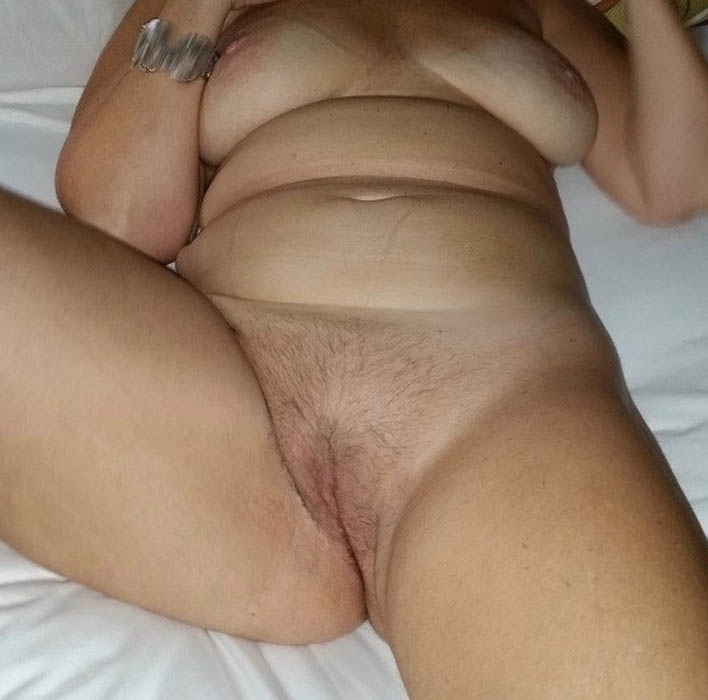 chubby girl nude selfie